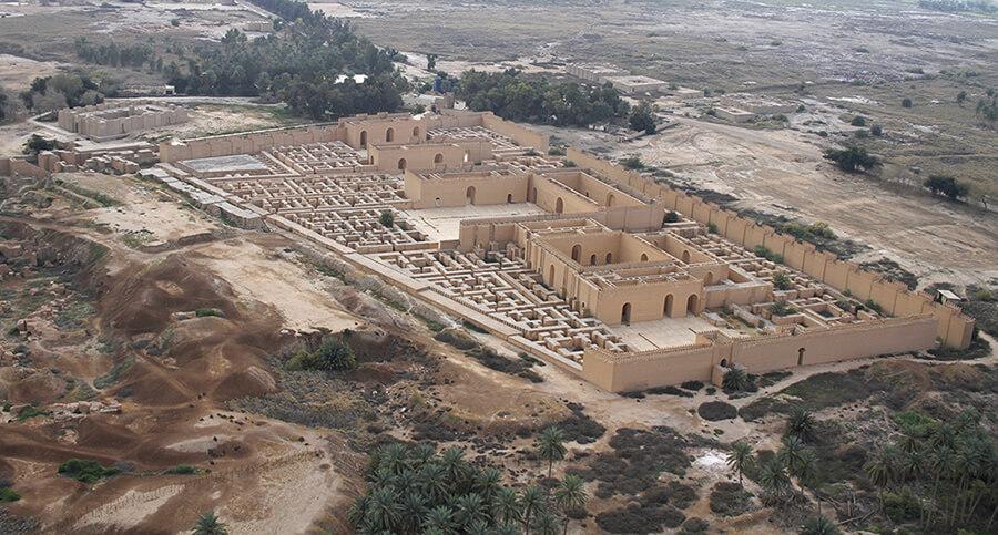 Autora y características del Tarot Babilonia