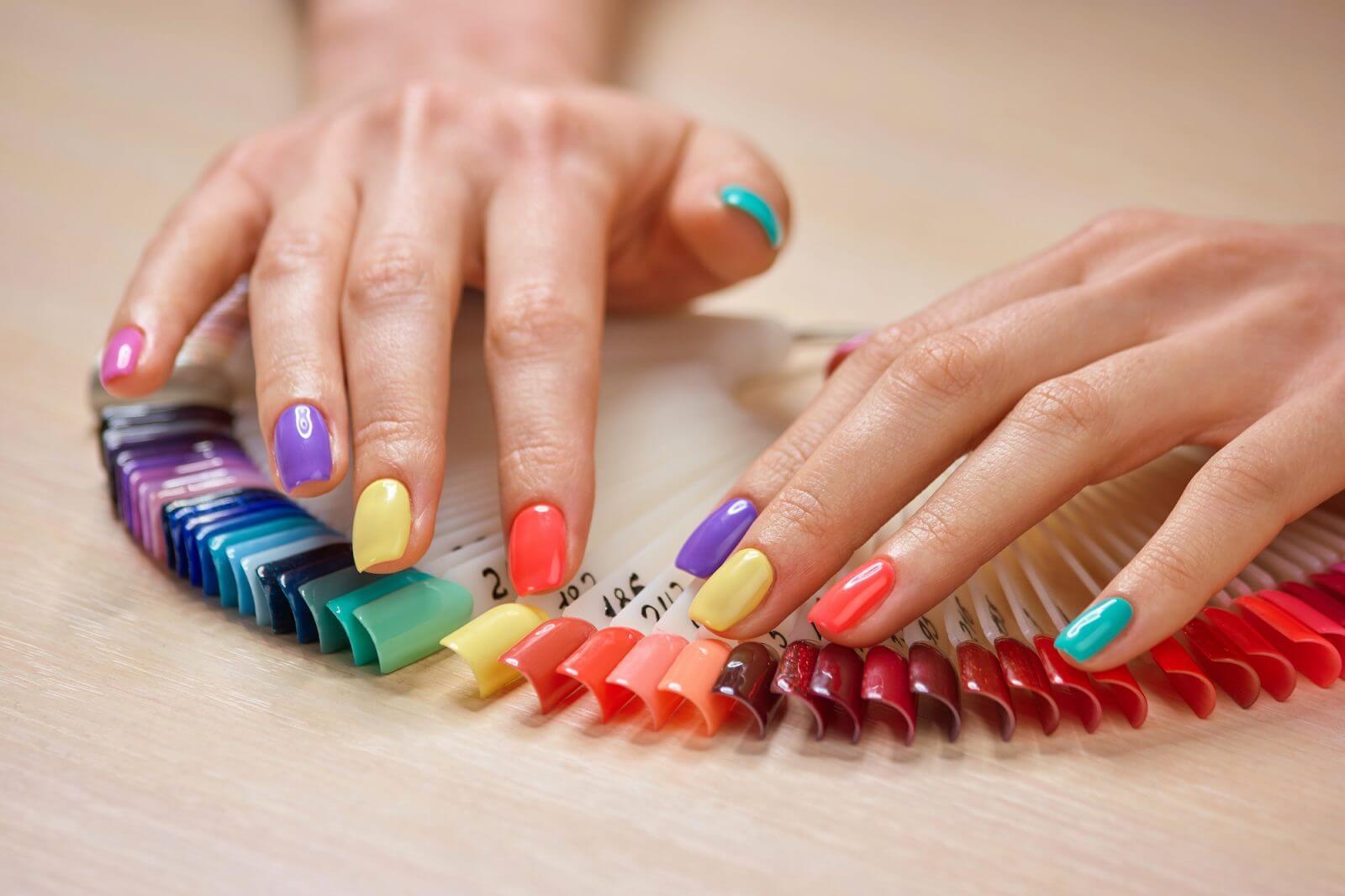 uñas bonitas de colores