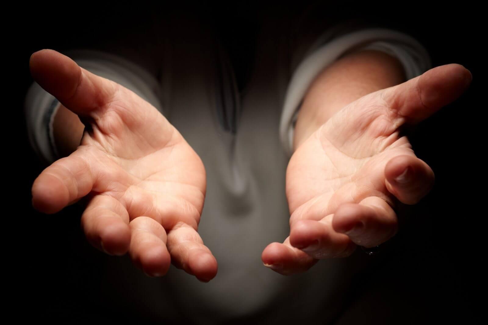 líneas y dedos de la mano