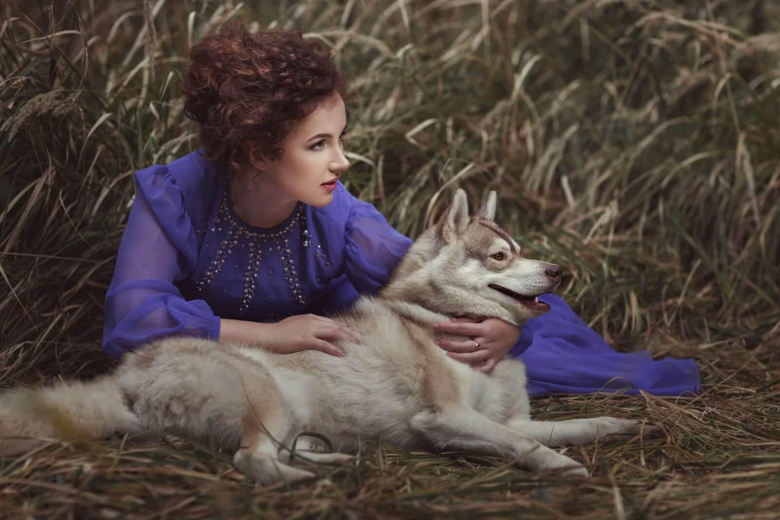 mujer salvaje corre con lobos