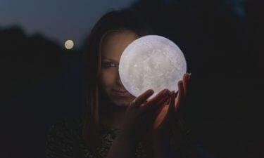 Dominio de la Luna sobre los puntos lunares de la mujer