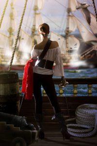 Mujer Pirata de la película la isla de las cabezas cortadas