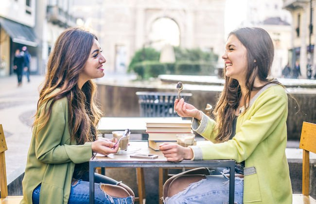 géminis con cáncer en la amistad