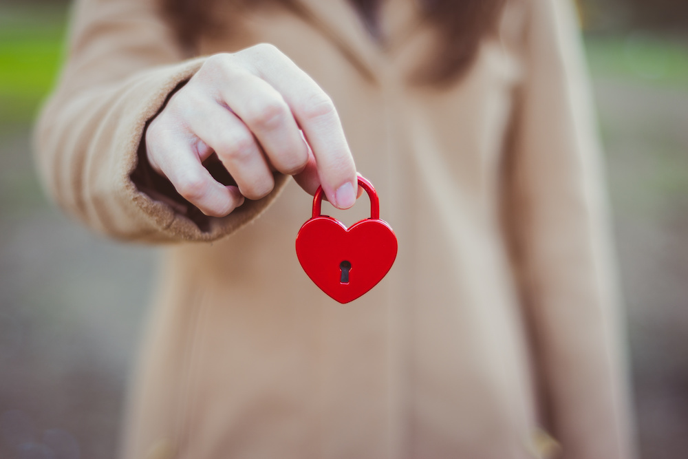 tener el corazón cerrado